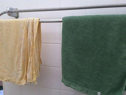 バスタオル、どのくらいの頻度で洗う?(Ronggyさん撮影, Wikimedia Commonsより)