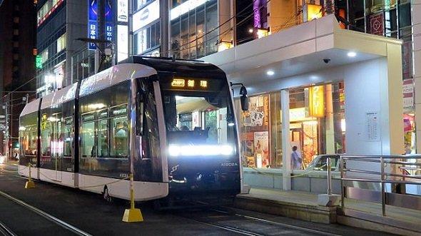 札幌市電・西4丁目停留所(Chuoterminal 02さん撮影、Wikimedia Commonsより)