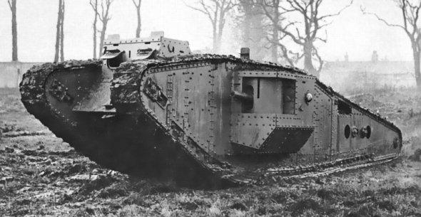 モデルとなった第一次大戦期の菱形戦車(Wikimedia Commonsより)
