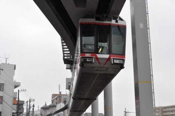 湘南モノレール。同じ懸垂式でも軌道の形が上野モノレールと違うのがお分かりだろうか