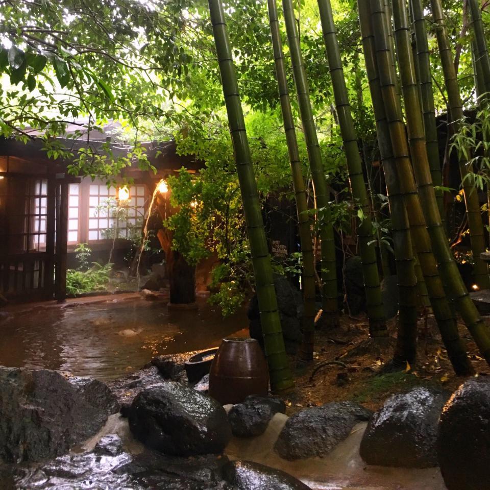 竹林に囲まれた露天風呂