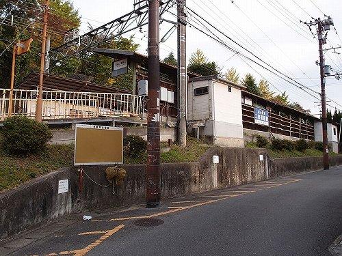 叡山電鉄鞍馬線・二軒茶屋駅(Bineappleさん撮影, Wikimedia Commonsより)