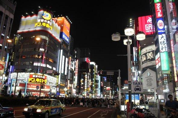新宿の夜景の中に確かに獠たちが潜んでいそうな気分になる。