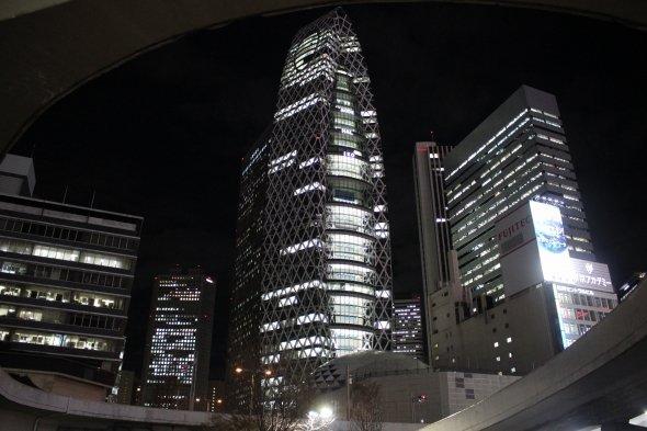 コクーンは英語で「繭」の意味で、繭型のコクーンタワー