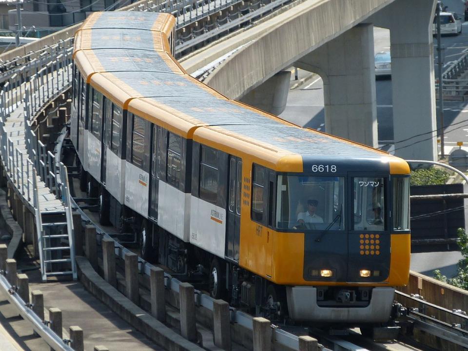 アストラムラインの列車(Hisagiさん撮影、Wikimedia Commonsより)