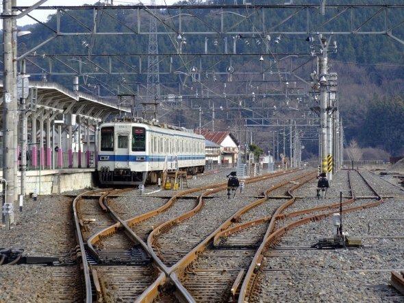 ローカルな今の葛生駅だが、昭和40年代まではここから先にさらに貨物線が伸びて列車でにぎわっていた(LERKさん撮影、Wikimedia Commonsより)