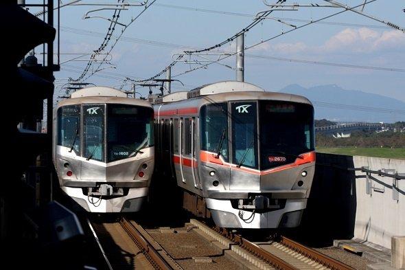 TX車両と筑波山(画像提供:首都圏新都市鉄道)