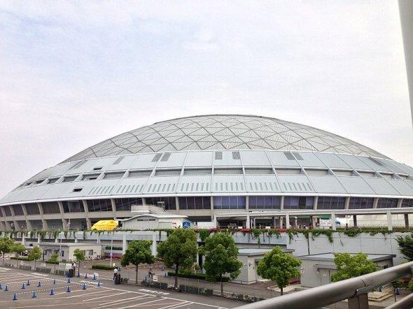 収容人員の4万人超も全国のドームの中で遜色ないナゴヤドーム(kanesueさん撮影。Wikimedia Commonsより)