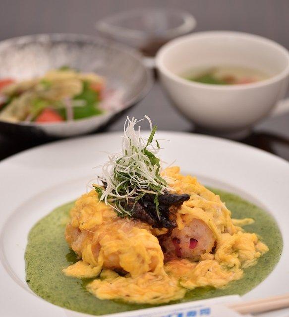 安来ドジョウのオムライ寿司(画像提供:安来市商工観光課)