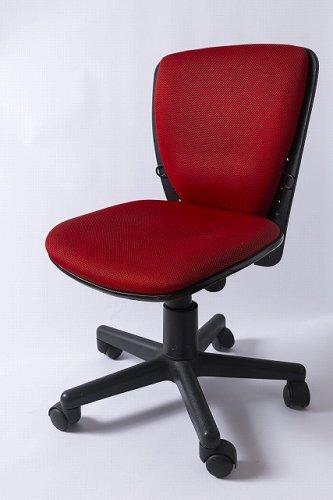 軽やかに椅子を転がす彼の名は...(画像はイメージ)