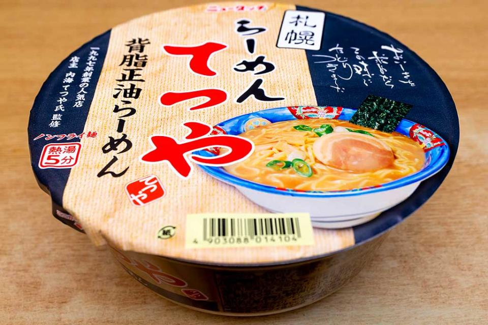 「らーめんてつや」カップ麺