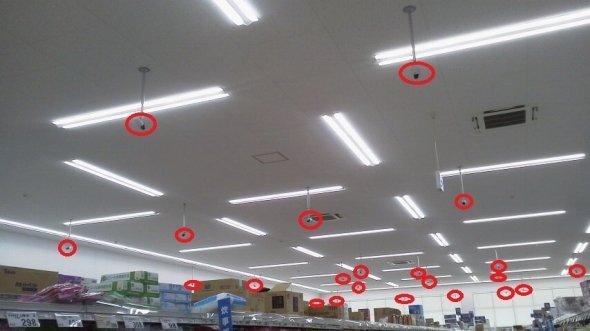 赤い丸で囲った部分が防犯カメラだ(提供写真)