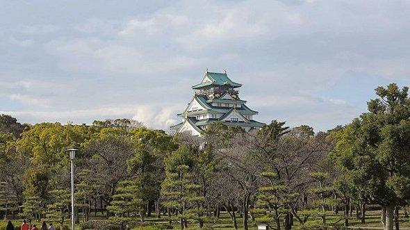 大阪城公園(Nyx Ningさん撮影、Wikimedia Commonsより)