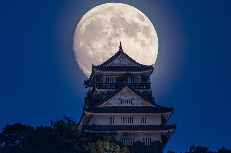 城との距離は1.3キロだという。2017年9月4日撮影 小林淳さん(@atsushi_k_photo)提供