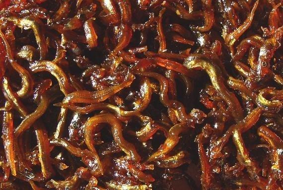 イカナゴの釘煮(Ro-~commonswikiさん撮影、Wikimedia Commonsより)