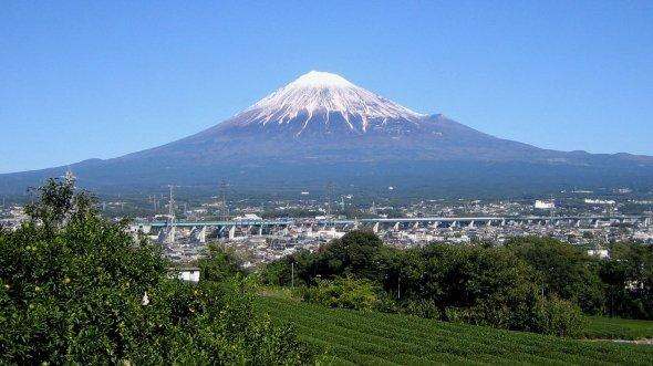 富士市からの富士山(Mocchyさん撮影、Wikimedia Commonsより)