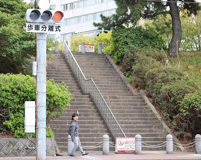 旧海軍病院前の階段