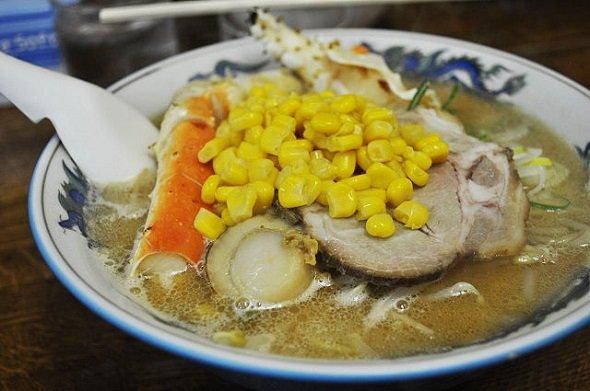 札幌の味噌ラーメン(Schellackさん撮影、Wikimedia Commonsより)