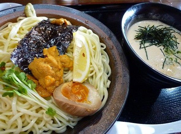 「かみあり製麺」の夏季限定・うにつけ麺