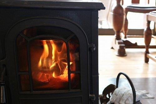 ご近所の暖炉のニオイがきつい...(画像イメージ)