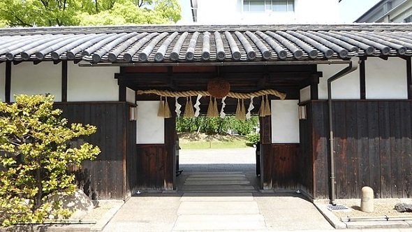 酒心館正面玄関(Mandmさん撮影、Wikimedia Commonsより)
