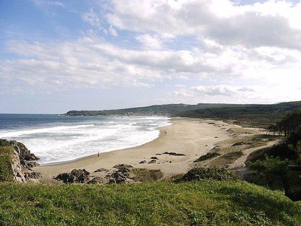 大須賀海岸(Ippukuchoさん撮影、Wikimedia Commonsより)