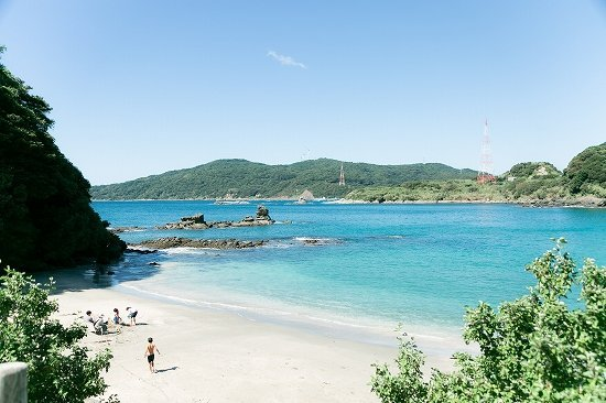 美しい尻久砂里の海岸(画像は西海市役所より提供)