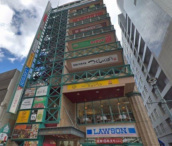 当該店舗が入るカーサグランデ神戸ビル (C)Google