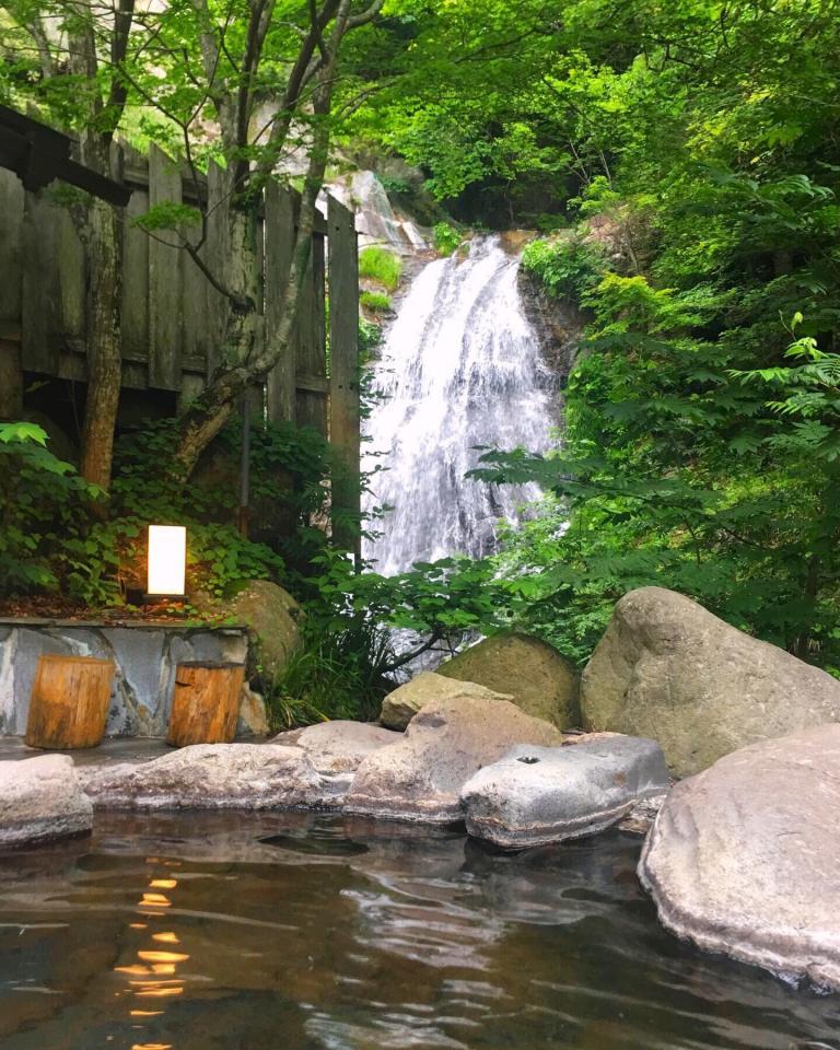 女性だけの空間でも滝を楽しめる