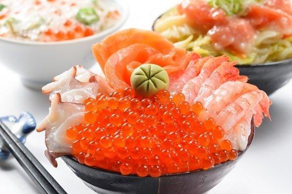 ロイトン札幌・朝食の海鮮丼(画像提供:ロイトン札幌)