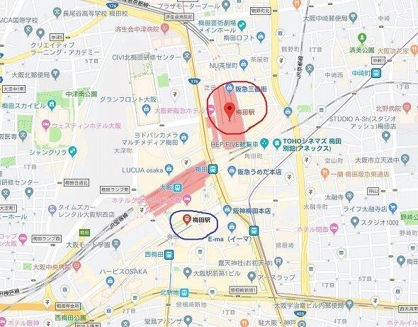 赤が阪急電鉄、青が阪神電車の止まる梅田駅(C)Google