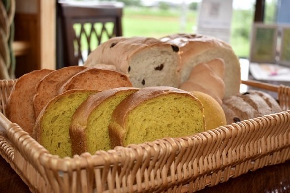 量 パン 消費
