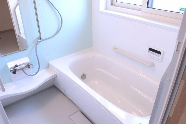 お風呂場はライブハウスではない(画像はイメージ)