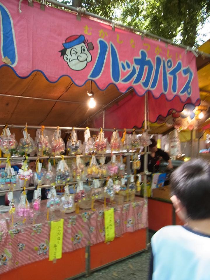 屋台で売られているハッカパイプ(urasimaruさん撮影、Flickrより)
