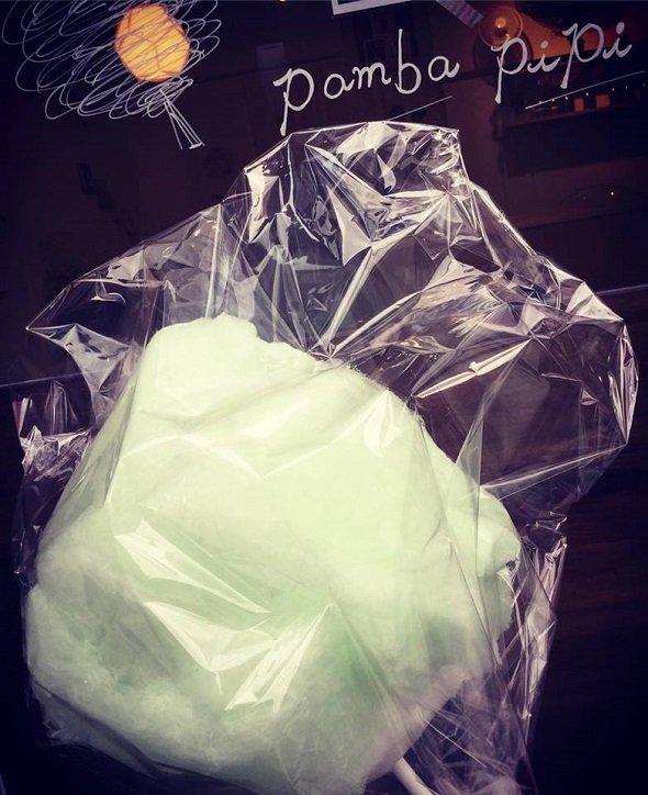 梅酒味の綿菓子(「pamba.pipi」公式フェイスブックページより)