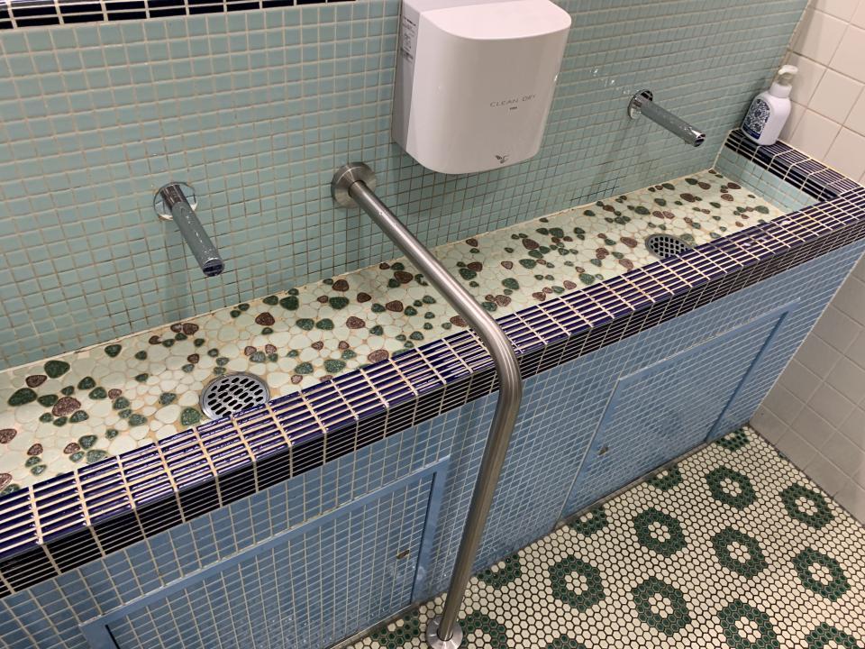 浴槽の床っぽいタイルの模様がニクい