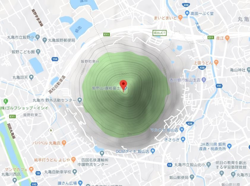 飯野山(C)Google