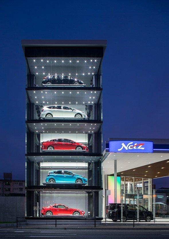 自動管理されたエレベーターパレットで、車を入れ替える(画像提供:ネッツトヨタ福岡)