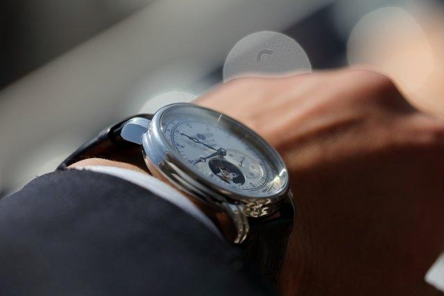 普通に時計の説明をするのはNG?