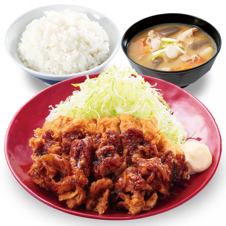生姜からあげだれのチキンカツ定食 (税込745円)