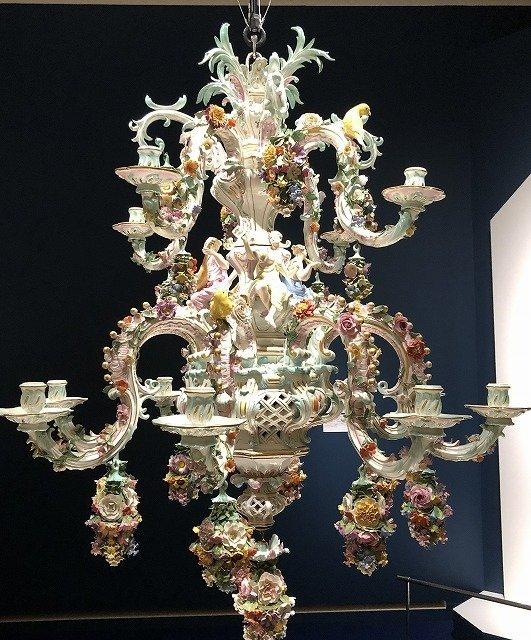 「花鳥飾プット像シャンデリア」 ヨハン・ヨアヒム・ケンドラー/19世紀後半エルンスト・アウグスト・ロイテリッツ 19世紀後半 個人蔵