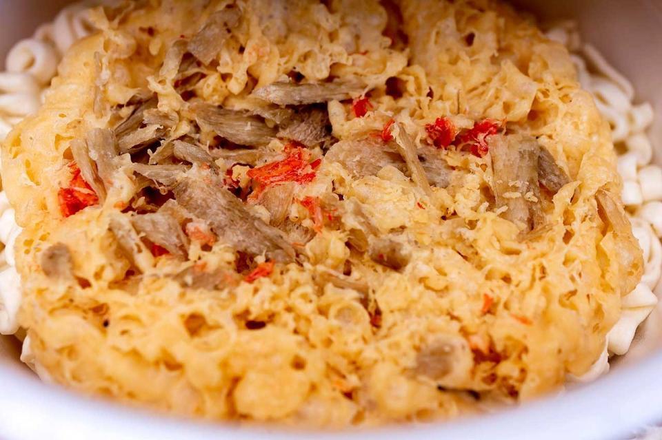 サンポー食品はごぼうが入った大きなかき揚げ