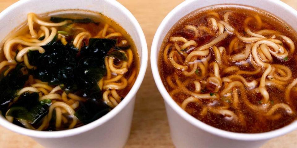 スープに麺を投入!