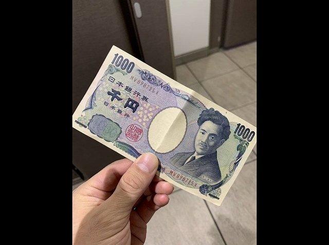 お互い便意があるなかで交わされた「1000円札」(画像は、しの@赤髪(@shino_akagami)さん提供)