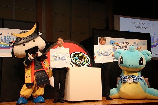 発表会には「むすび丸」も登場(写真一番左)。手話で魅力を発信していた。