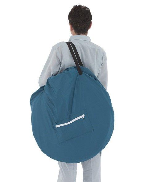 収納袋に入れて手軽に持ち運ぶことができる「ファミリールーム」