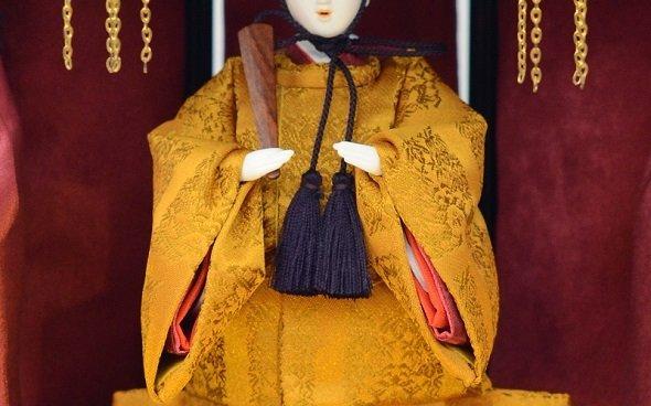 天皇専用の黄櫨染御袍を再現した