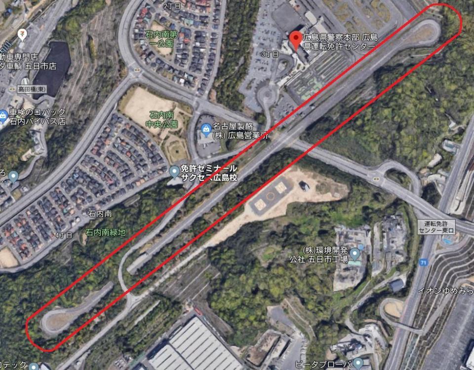 広島県運転免許センターに併設される高速道路(赤枠内)(C)Google