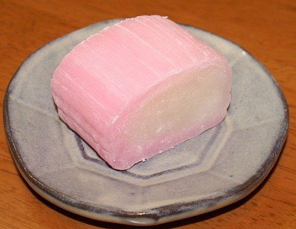 すあま(Takoradeeさん撮影, Wikimedia Commonsより)