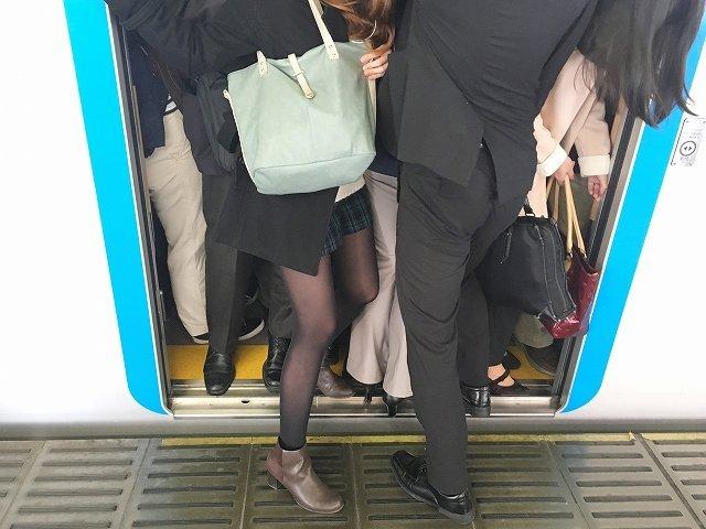 鞄って必要?(画像はイメージ)